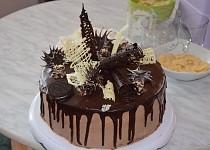 Čokoládovo-šlehačkový dort