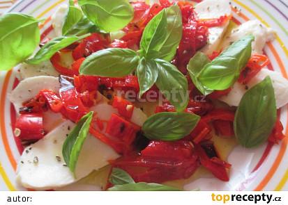 Mozzarella s grilovanými chilli papričkami