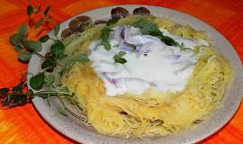 Špagetová dýně s brynzovou omáčkou