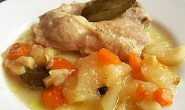 Kuřecí plátek dušený na zelenině