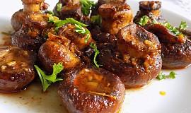 Opečené houby s česnekem a bazalkou
