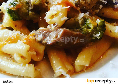 Pikantní těstoviny s jehněčím masem a zeleninou