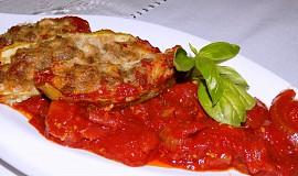 Plněná ačokča s rajčatovou omáčkou