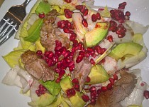 Salát s krůtím masem a avokádem