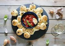 Sýrové bochníčky s teplým rajčatovým dipem
