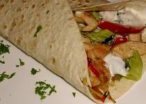 Tortilla plněná kuřecím masem