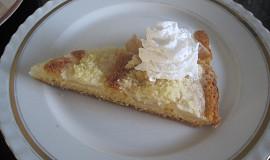 Lžícový hruškový koláč s drobenkou