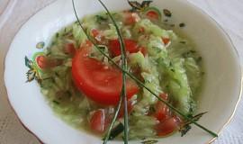 Okurkový salát s rajčátky