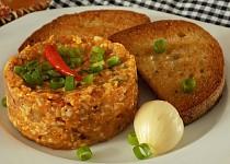 """Tatarák"" z tvarůžků a Camembertu"