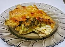 Zapečené brambory s brokolicí, slaninou, rajčetem, sýrem camembert a to vše zalité smetanou