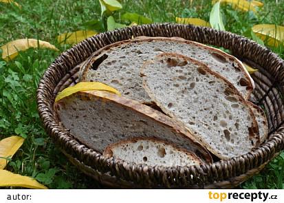 Celozrnný kvasový chléb