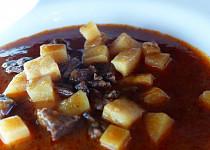 Gulášová polévka z líček
