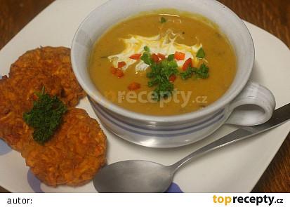 Polévka z červené čočky a pečených batátů s kokosovým mlékem