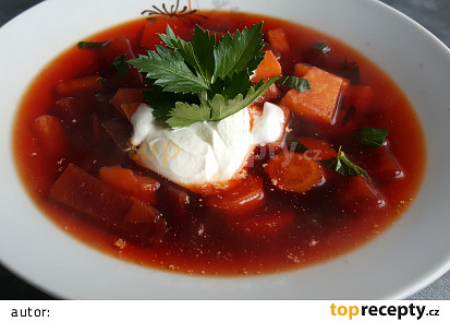 Polévka z červené řepy a zeleniny