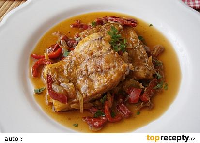 Rybí filé dušené na cibuli a kapii