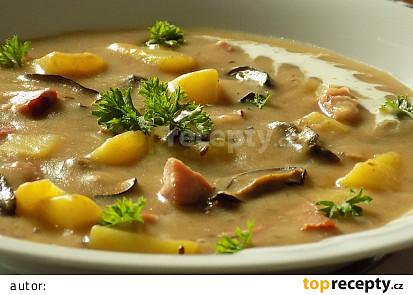 Chlebová polévka s uzeným masem a houbami