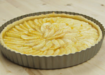 Francouzský jablečný koláč s marmeládou