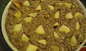 Křehký makovo-kakaový moučník s jablky