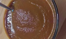 Polévka z fialové mrkve s kokosovým mlékem