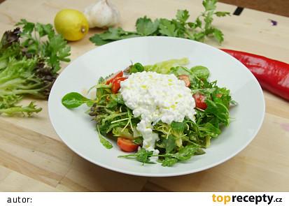 Salát s cottage sýrem