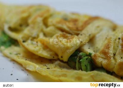 Vaječná omeleta se zeleným chřestem, ovčím sýrem a petrželkou
