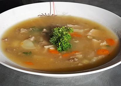 Zadělávaná kuřecí polévka s drůbky