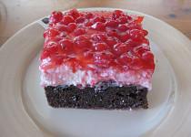 Kakaový koláč s tvarohem a ovocem zalitý dortovým želé