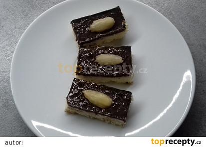 Kokosovo-krupicové řezy