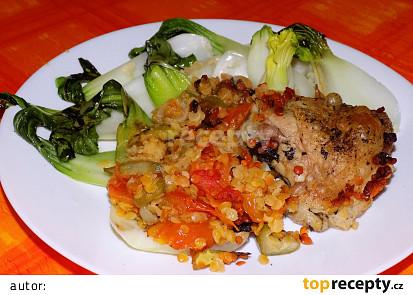 Kuřecí stehýnka s červenou čočkou a čínskym zelím