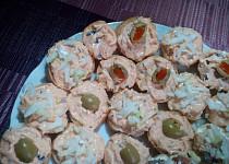 Tuňáková pomazánka s olivami na chlebíčky, jednohubky...