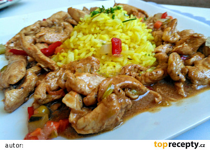 Kuřecí nudličky na zázvoru a kapiích s kari rýží