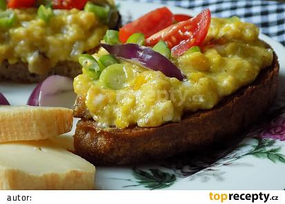 Míchaná vejce s Romadúrem na topince