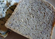 Tmavý zrníčkový chleba
