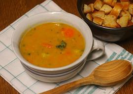 Zimní polévka z mrkve a červené čočky