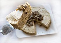 Arašídový cheesecake s karamelovými pekany