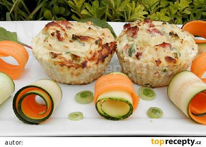 Květákové muffiny s uzeným masem a sýrem
