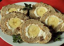 Ořechová roláda s banánem