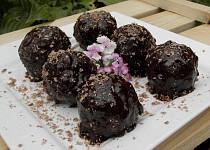 Piškotové kakaové koule v čokoládě