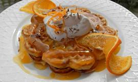 Pomerančové vafle s pomerančovou omáčkou