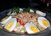 Salát s tuňákem, jogurtem a vejcem