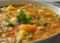 Zelná polévka s bramborem a vločkami