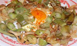 Ačokča na slanině s vejcem