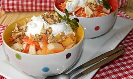 Jablkový salát s mrkví a celerem
