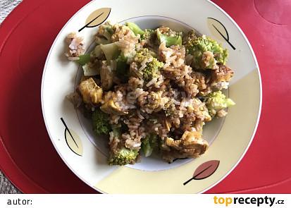 Jasmínová rýže s kuřecím masem a brokolicí