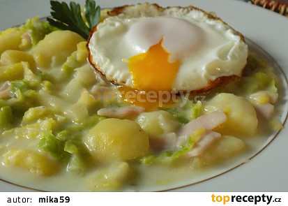 Kapusta s bramborami a šunkou na smetaně