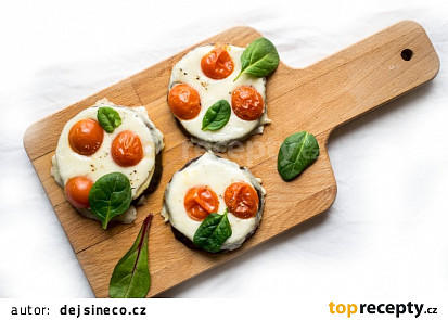 Lilek s mozzarellou a rajčaty