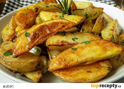 Máslové brambory s pečeným česnekem