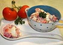 Rajčatový salát s vejci a sýrem