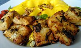 Rybí kostky pečené v marinádě s bylinkami, olejem a hořčicí