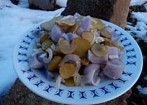 Rychlý salát z fialových brambor